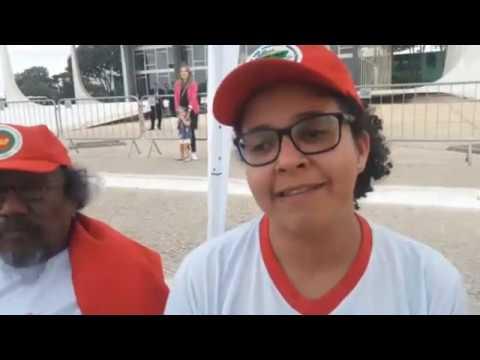 Agora: Paulo Pimenta e outros em frente ao STF em apoio a greve de fome por Lula.