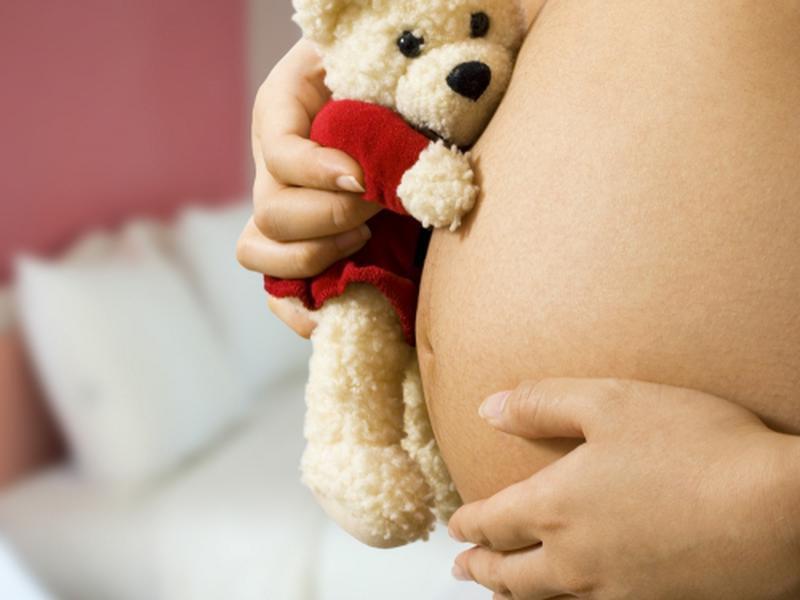 Томич отработает 340 часов за беременность несовершеннолетней подруги