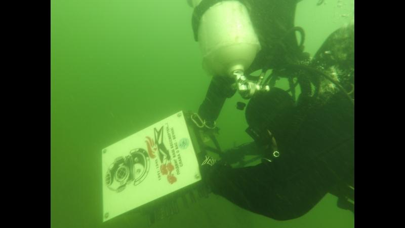 Установка памятной таблички погибшим подводникам в годы Великой Отечественной войны от благодарных потомков