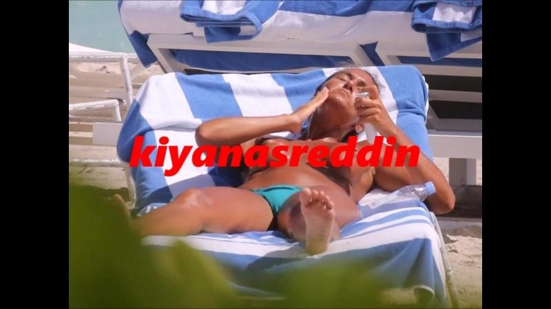 Eda Taşpınar Miami Beach'te topless memeler - güya telifliymiş:) aha burda nasıl oluyor telif:)