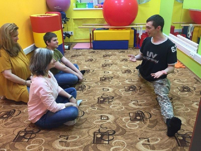 Занятие для мам и пап «В мире с самим собой» провели в детском инклюзивном центре Савеловского