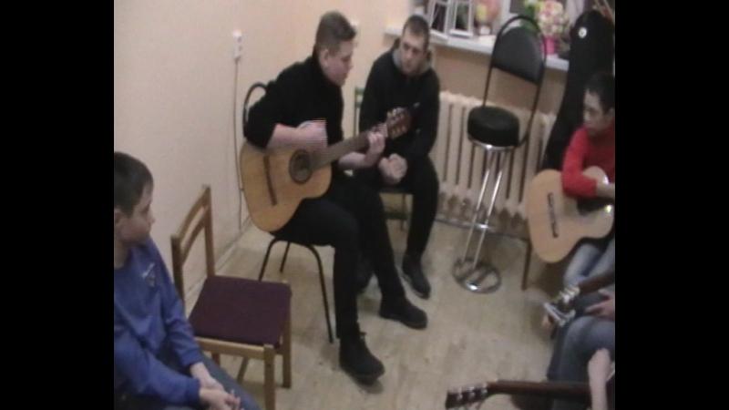 Гитарник во Дворце
