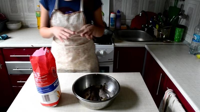 Как жарить карасей рецепт рыбы » Freewka.com - Смотреть онлайн в хорощем качестве