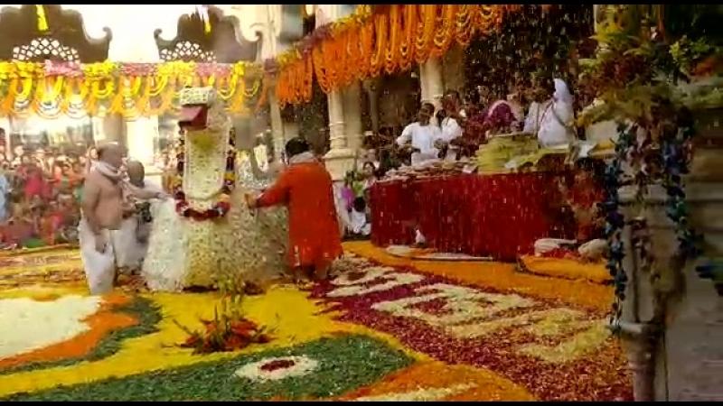 2018.03.07 Праздник Катания Божеств на Лодках в Храме Кришна Баларама Мандире во Вриндаване