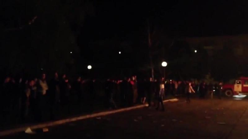 Мариуполь. 4 мая (ночь), 2014. подожгли Приватбанк.