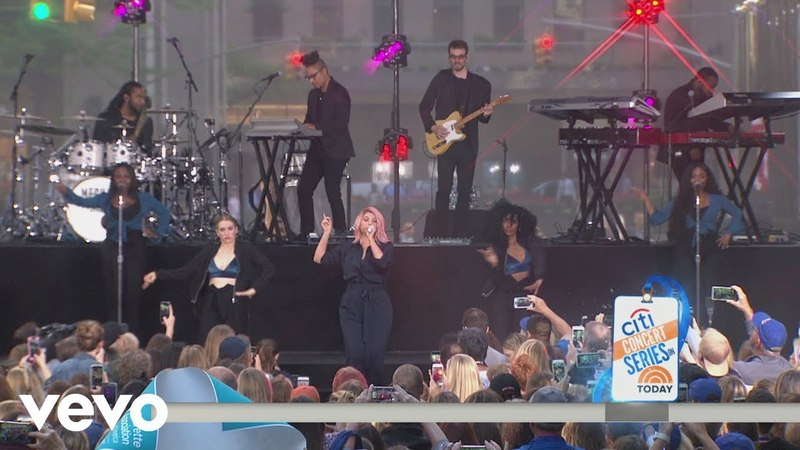 Meghan Trainor - All About That Bass (Live on The Today Show)