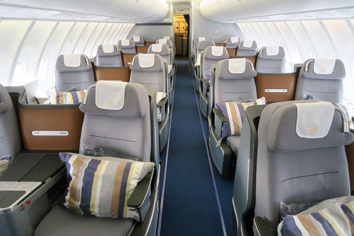 Салон бизнес-класса лайнера Lufthansa