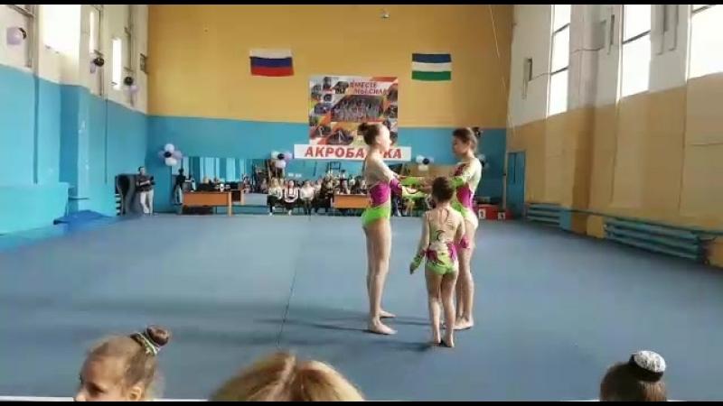 Спортивная акробатика.Жен.группа по 1 юн.р.,2 упр.