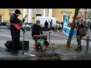 Уличные музыканты играют регги. Железный Ирокез. Питер. Сенная площадь 04112017.mp4