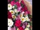 Тея обиделась, потому что папа подарил цветы Ксюше))