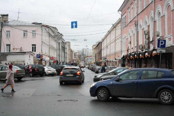 Алексеевская улица со стороны Кремля  Ужас парковки