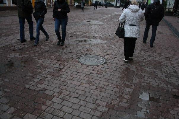 Состояние Покровской улицы: обилие сколов и луж