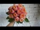В процессе создания букета из розы сорта вувузела