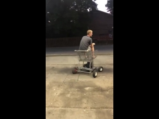 Моторизованная тележка из супермаркета