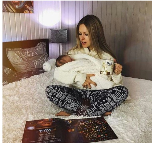 Рита Дакота показала поклонникам профиль новорожденной дочери