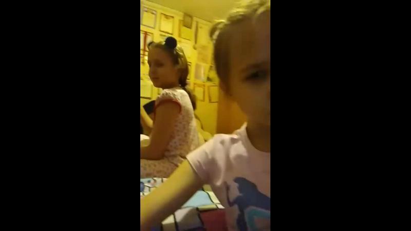 сидим с сестрой