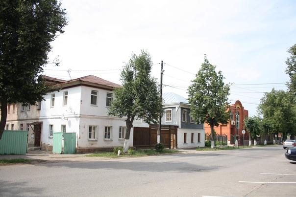 Серенькое — дом-музей Голубкиной. Знаменита тем, что сделал горельеф «Пловец» на Третьяковскую галерею.