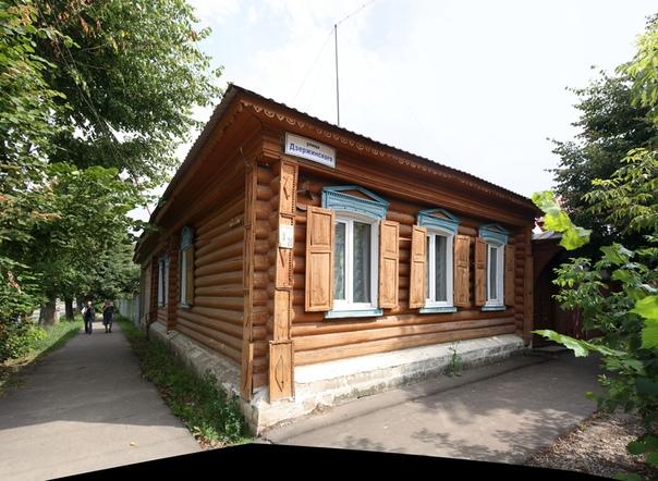 Красивый, отреставрированный деревянный дом со ставнями.  Отреставрированные дома: https://vk.com/photo16174219_456261972 https://vk.com/photo16174219_456261976 https://vk.com/photo16174219_456261977