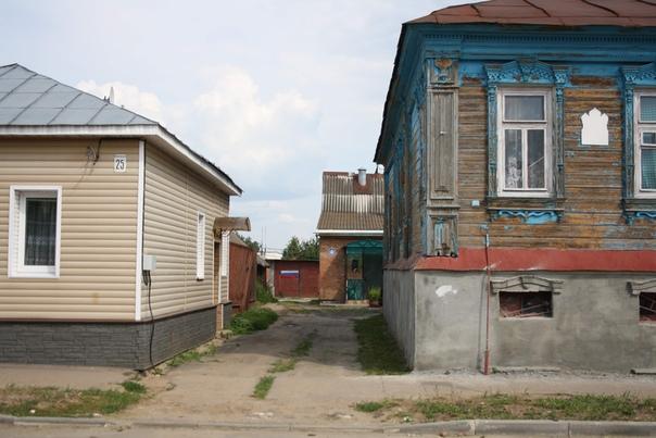 Гаражный двор. В центре города же так много пустых площадей, что можно и под гаражи отдать.
