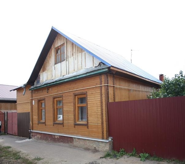 Обалденно отреставрированный дом! Немного на крышу не хватило. Зато поставили правильный стеклопакет.  Отреставрированные дома: https://vk.com/photo16174219_456261953 https://vk.com/photo16174219_456261972 https://vk.com/photo16174219_456261977