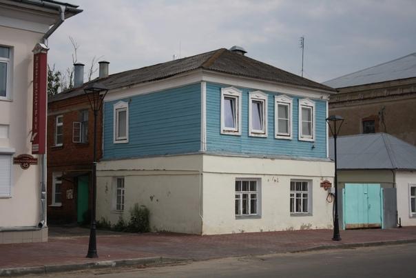 Ещё один на три четверти кирпичный дом