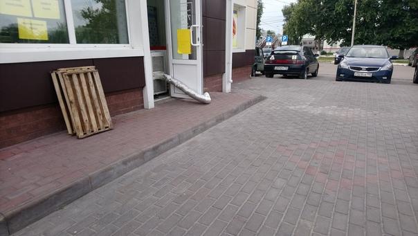 Хладагента сливают на улицу=)
