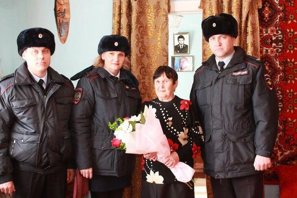 В Усть-Илимске полицейские вручили почетную медаль матери погибшего коллеги
