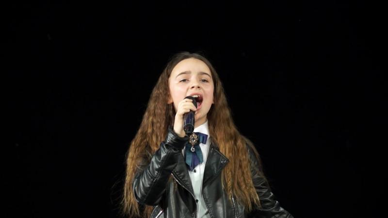 Милана Компаниченко с песней «Кукушка» — принимала участие в отборе шоу «Голос.Дети», «Синяя птица», ученица школы вокала Серг