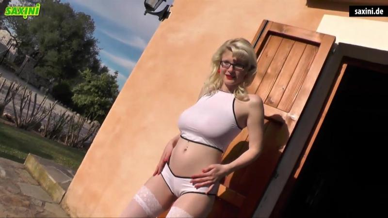 Casey Deluxe saxini bikini dance