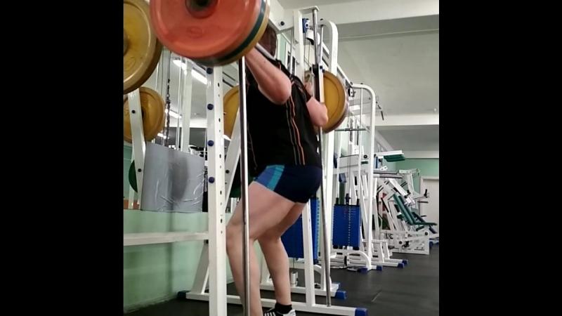 День ног(Leg day). Приседания в машине Смита(squats in machine Smith)