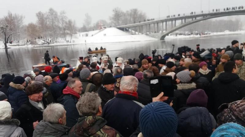 Глава УПЦ КП Патріарх Філарет освячує воду - Водохреще - гідропарк - 19.01.2018