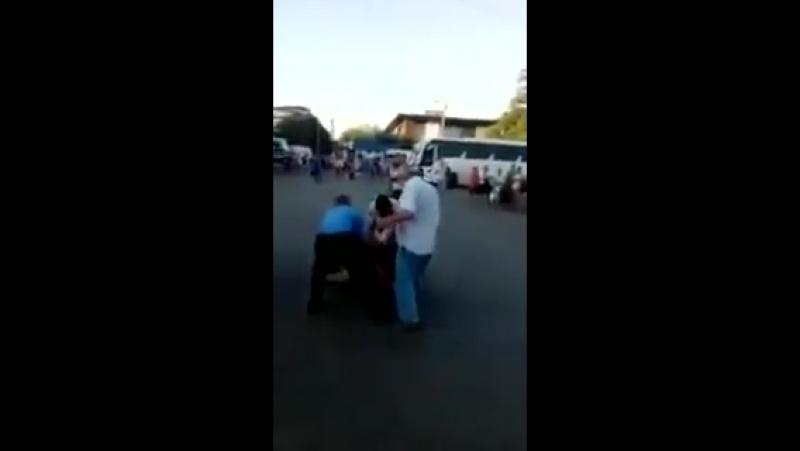 Полицаи Симферополя работают с руссо - туристо.