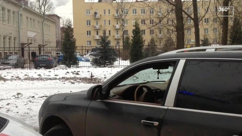 Я тебя найду, чучело!: владелец Porsche перекрыл дорогу скорой помощи в Петербурге