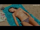 Марина Вакт загорает топлес – Молода и прекрасна (2013)