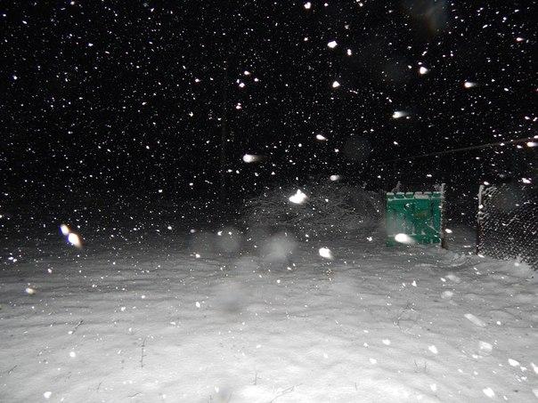 картинка сыплется крупа снега в крыму экрана при этом