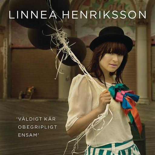 Linnea Henriksson альбом Väldigt kär/Obegripligt ensam