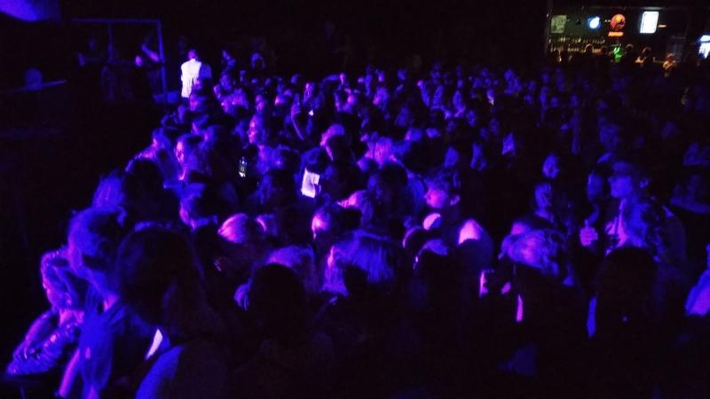 Стрыкало. СПб. 21.07.18 Фанаты распеваются перед концертом.