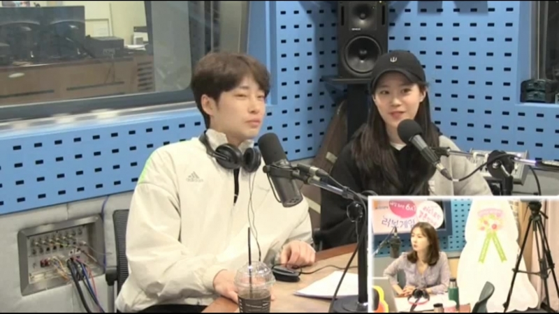 180418 Хо Ёнджи и актёр Kang Sung Wook гости на SBS Power FM Park Sohyuns Love Game