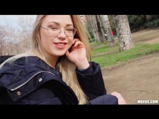 [Mofos] Selvaggia Blonde - Nerd Loves Public Fucking [New Porn 2018]