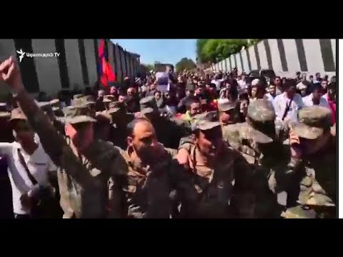 Срочно! Ереван. Армия перешла на сторону народа. Сержик подал в отставку