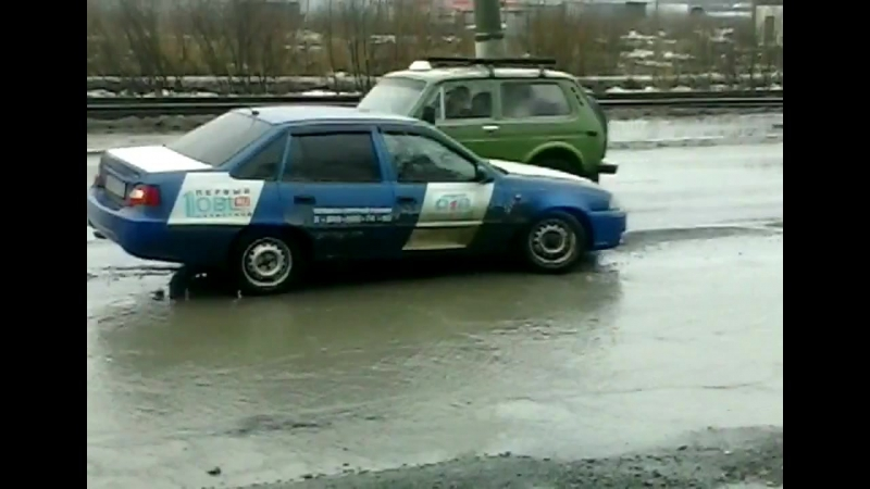Машине ОТВ, оторвало колесо в Златоусте