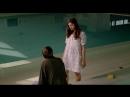 Старый засунул палец в писю девушки (сцена из фильма, лапает пизду молоденькой)