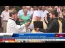 Крымчане принесли тысячи гвоздик к Вечному огню на могилу Неизвестного солдата в