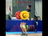 Янг Куинхе толкает 108 кг