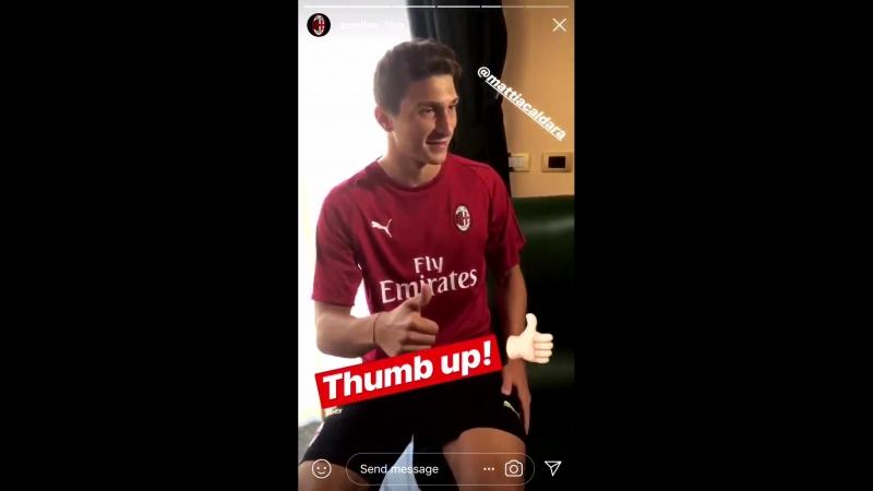 Caldara saluting the Milan fans ️