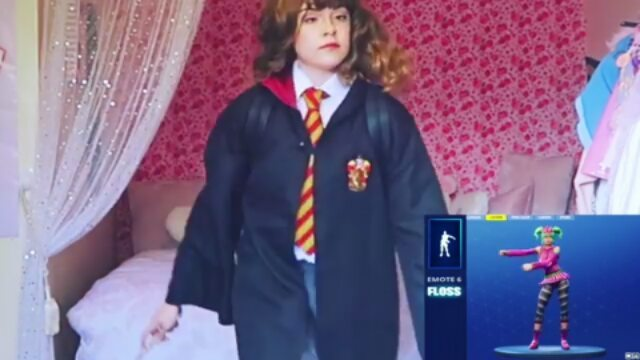 "💫 WELCOME WIZARD 💫 17/04/16 on Instagram: ""Qui joue à Fortnite ? 😂 @kelsey_ellison harrypotter hermionegranger fortnite"""