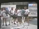 Эд Коэн приседает 423 кг в однослойной экипировке 1994 год