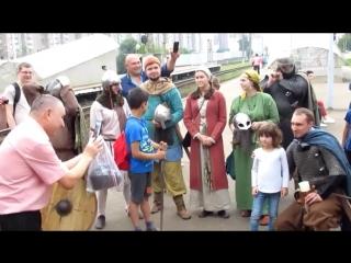 """Богатыри и викинги прокатились на """"Ласточке"""" и устроили сражение в Крюково"""