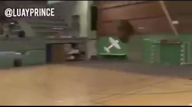 Японский ученик в возрасте 13,5 лет, представил свой выпускной проект в школе (танцевальный самолет)