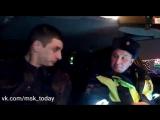 Инспекторы ДПС поймали неадекватного полицейского за рулем
